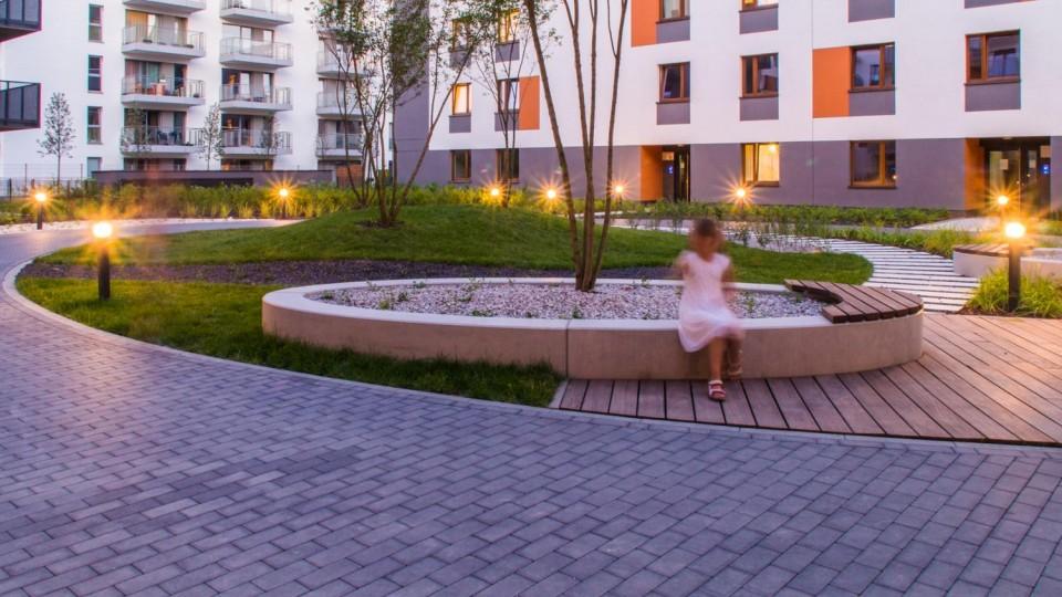 Warszawa, osiedle – donica/ławka
