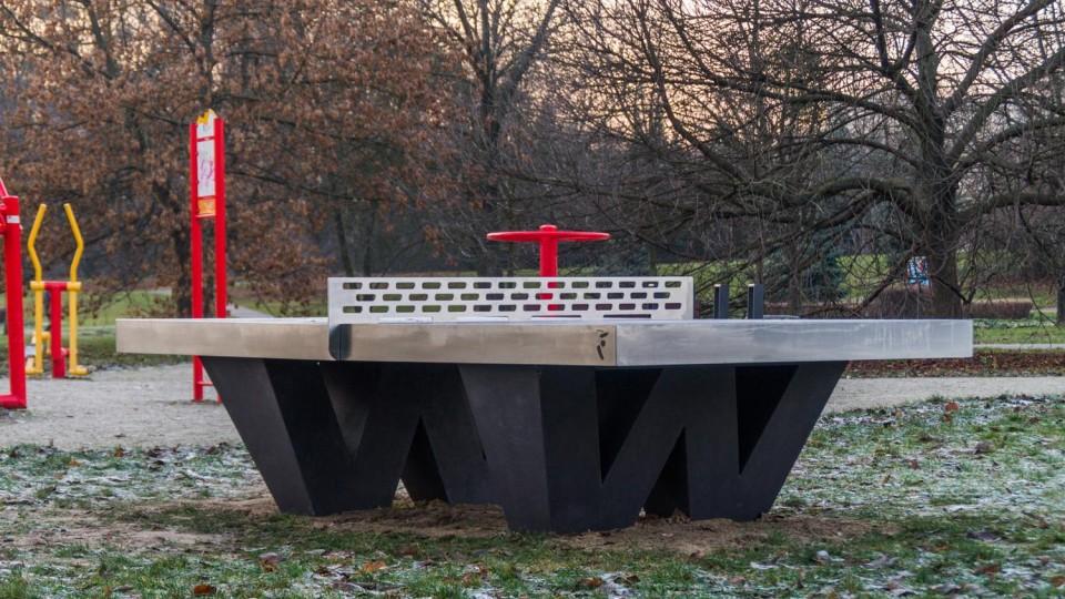 Warszawa, Pola Mokotowskie – stół pingpongowy