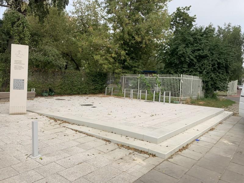Warszawa, park – stopnie antypoślizgowe