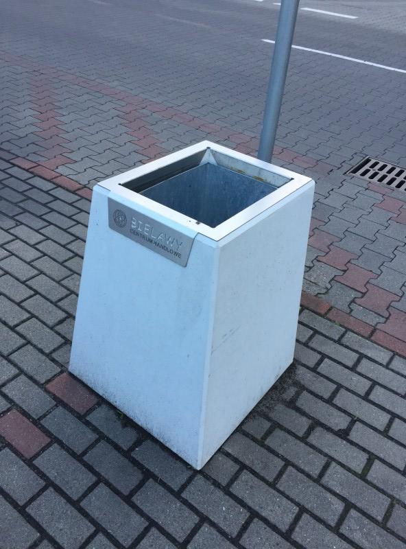 Toruń, Centrum handlowe – kosze na śmieci