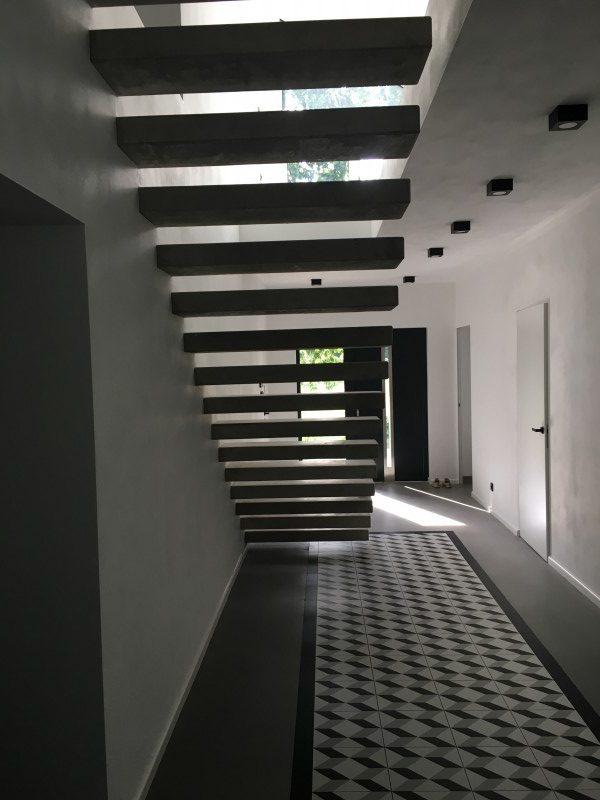 Serock, dom – schody wspornikowe