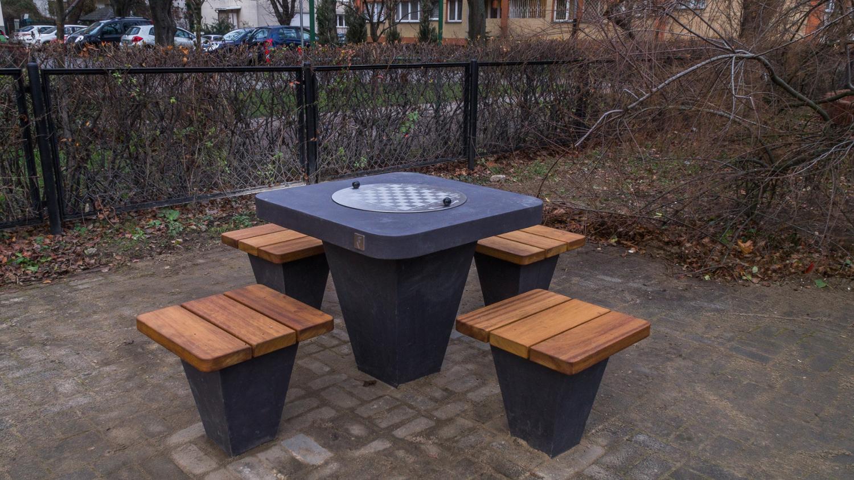 Warszawa, park – stoły szachowe