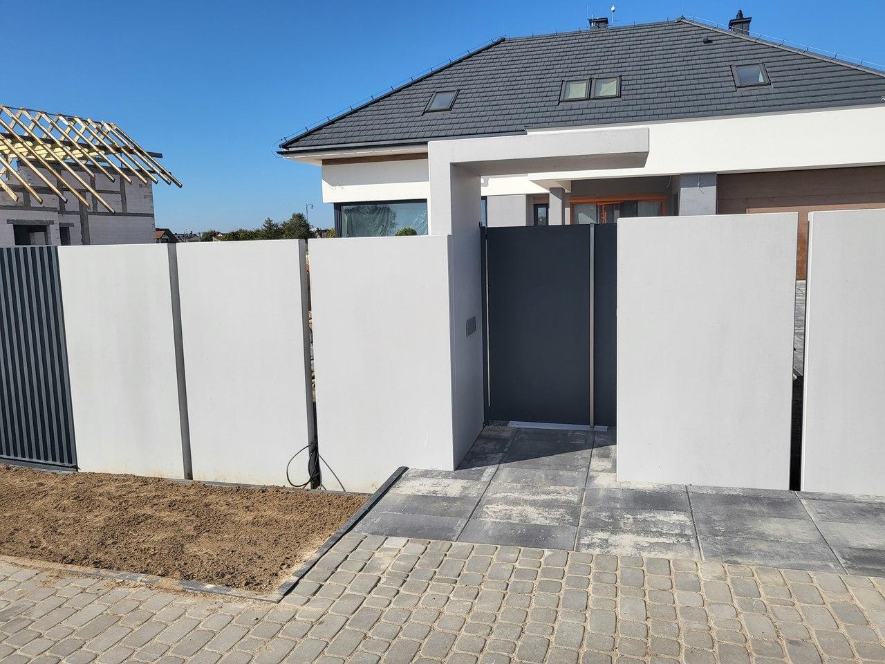 Wysokie Mazowieckie, dom – płyty ogrodzeniowe